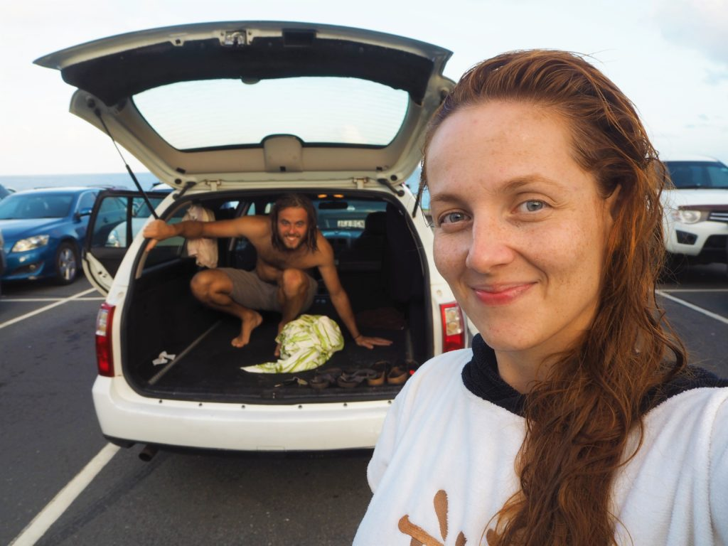 Lenka a Adam s autem, Snapper Rocks, 2020