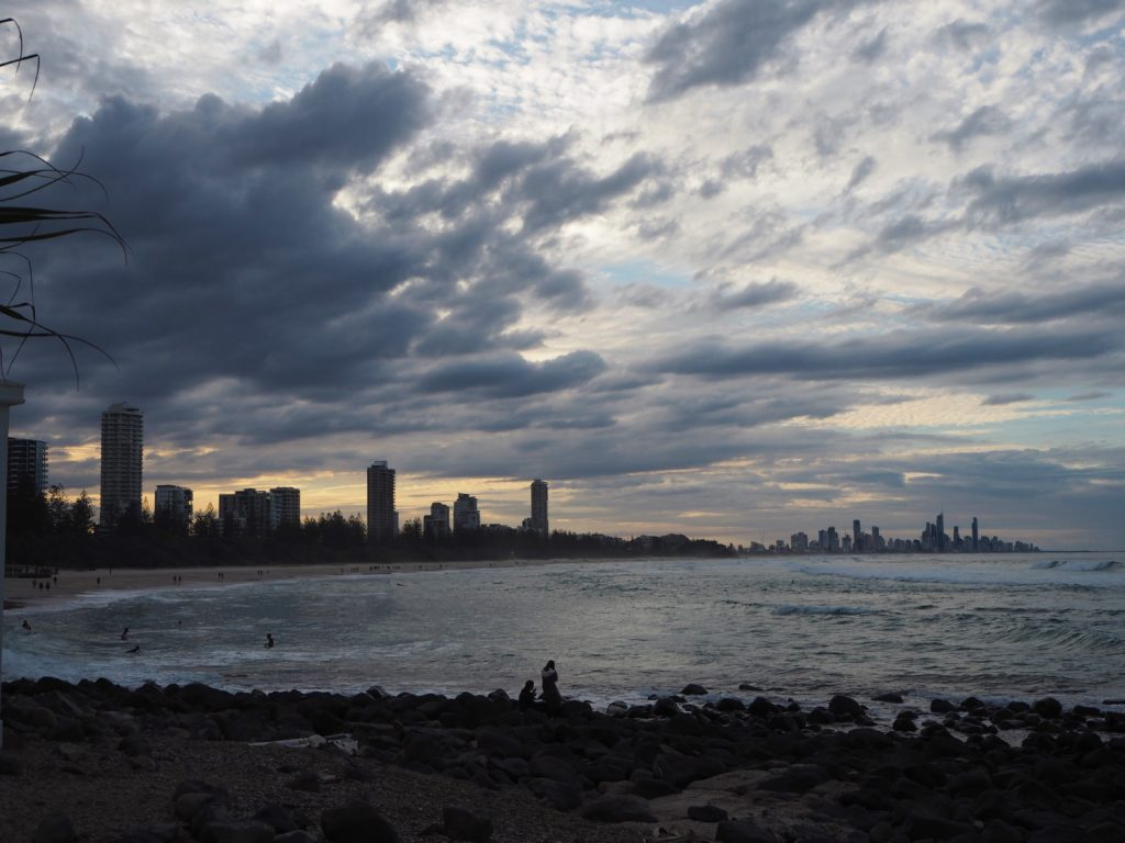 Pohled na Surfers Paradise z Burleigh Heads, Gold Coast, 2020
