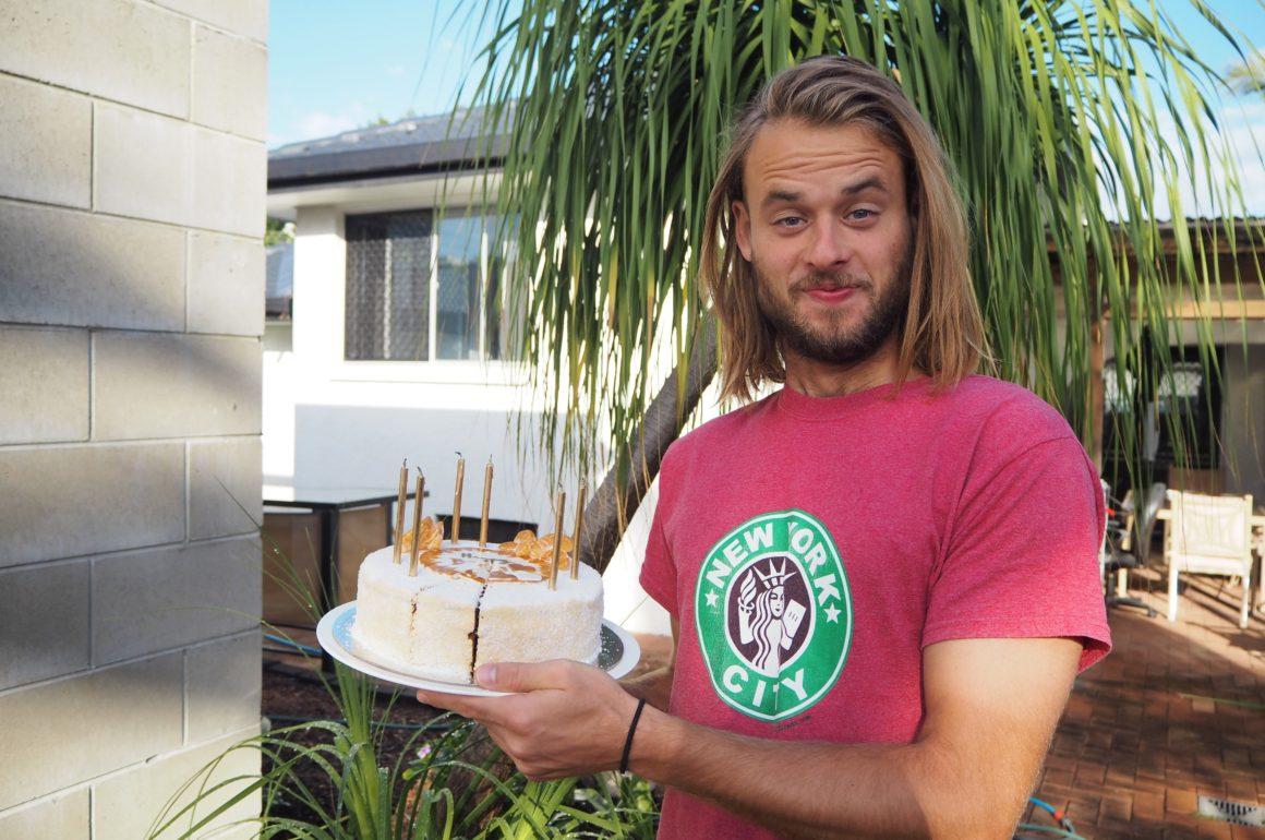 Adam s narozeninovým dortem